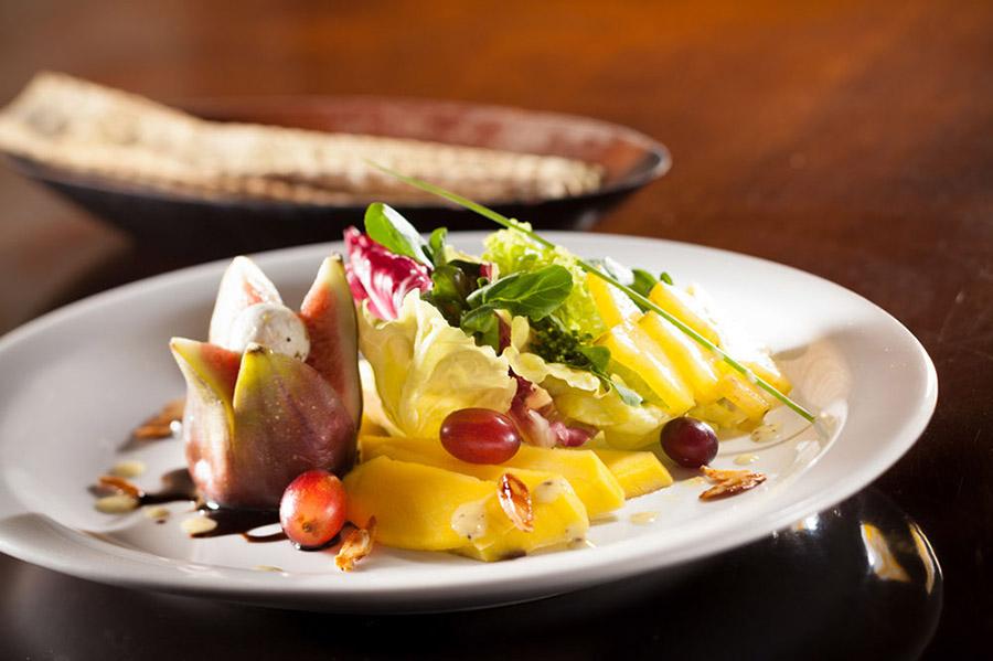 salada-tropical---no-est-no-cardpio_9568686339_o